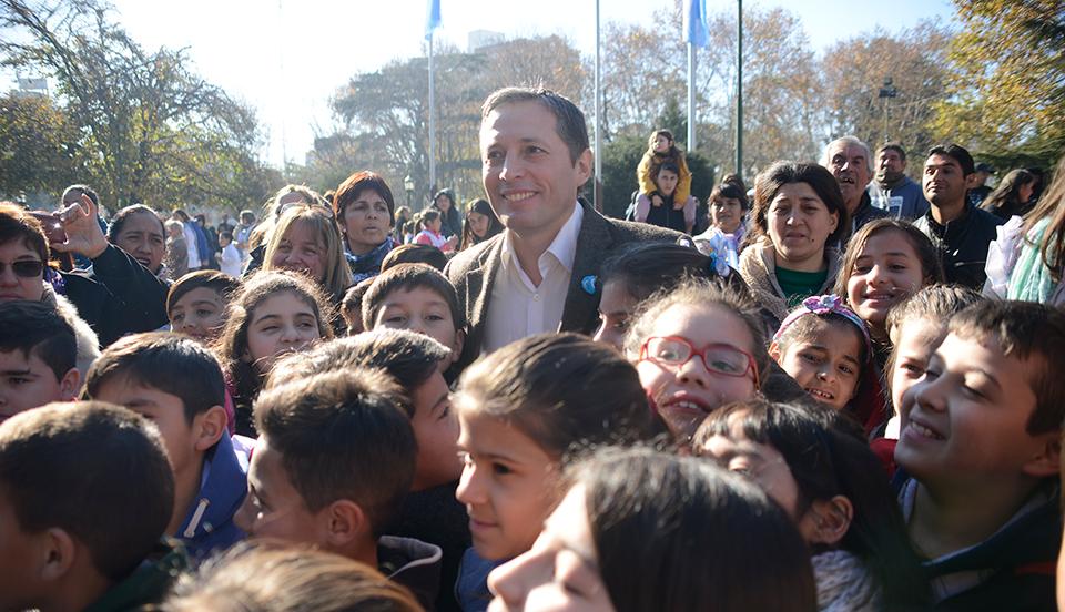 Fernando Gray juró lealtad a la bandera junto a más de 800 chicos del distrito