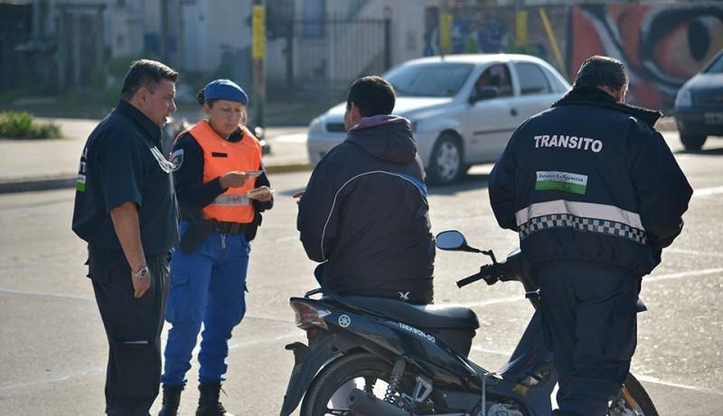 El Municipio de Esteban Echeverría continúa con los controles de tránsito, a partir de los cuales, durante el fin de semana, se labraron más de 35 actas de infracción, al tiempo que se secuestraron nueve vehículos y se retuvieron tres licencias a conductores por faltas graves.