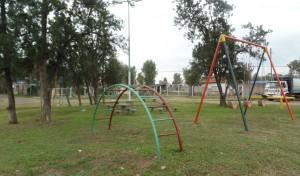 En continuidad con el Plan Integral de Refacción de Espacios Públicos, el Municipio de Esteban Echeverría realiza trabajos de revalorización en la Plaza Villa Gesell, ubicada en Santa Margarita y Bristol, 9 de Abril.