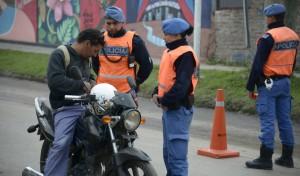 El Municipio de Esteban Echeverría continúa desarrollando operativos de control de vehicular, en conjunto con Gendarmería Nacional, a partir de los cuales se labraron más de 20 actas de infracción durante el fin de semana.