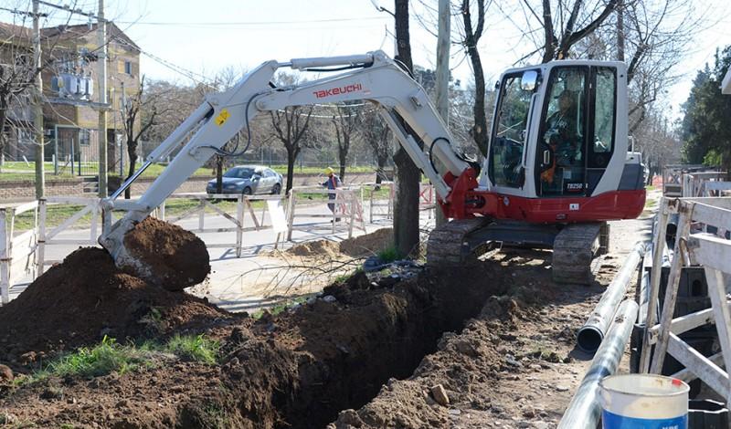 El Municipio de Esteban Echeverría, inició la construcción de una red secundaria en Monte Grande, que beneficiará con agua potable a más de 7500 vecinos del Barrio San Norberto.