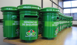 El Municipio de Esteban Echeverría distribuyó, esta semana, nuevos buzones verdes para la recepción de denuncias de seguridad y narcotráfico anónimas, en unidades sanitarias, delegaciones, entidades de bien público e instituciones religiosas, con el objetivo de dar una rápida respuesta a las sugerencias de la comunidad.