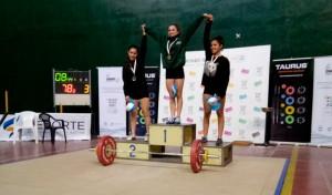 Las atletas Abril De Cándido y Abigail Varrenti, del equipo de levantamiento de pesas del Municipio de Esteban Echeverría, se consagraron campeonas en el Nacional Sub 17, disputado en el Centro Nacional de Alto Rendimiento Deportivo.