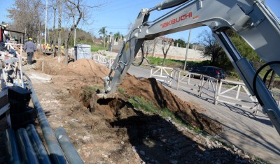 El Municipio de Esteban Echeverría avanza con la construcción de la red secundaria en Monte Grande, que beneficiará con agua potable a más de 7500 vecinos del Barrio San Norberto.