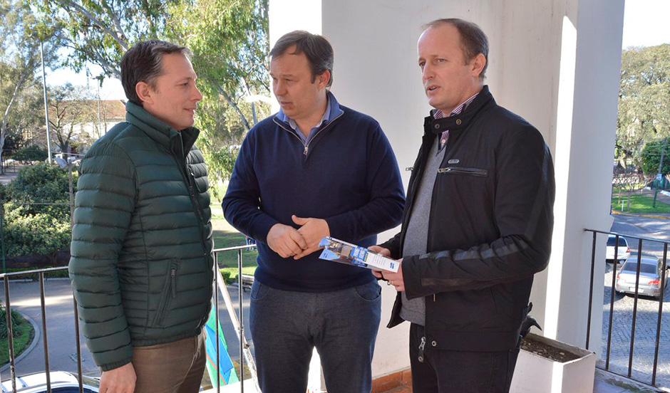 Fernando Gray se reunió con Insaurralde y Cascallares para  avanzar en plan hídrico regional