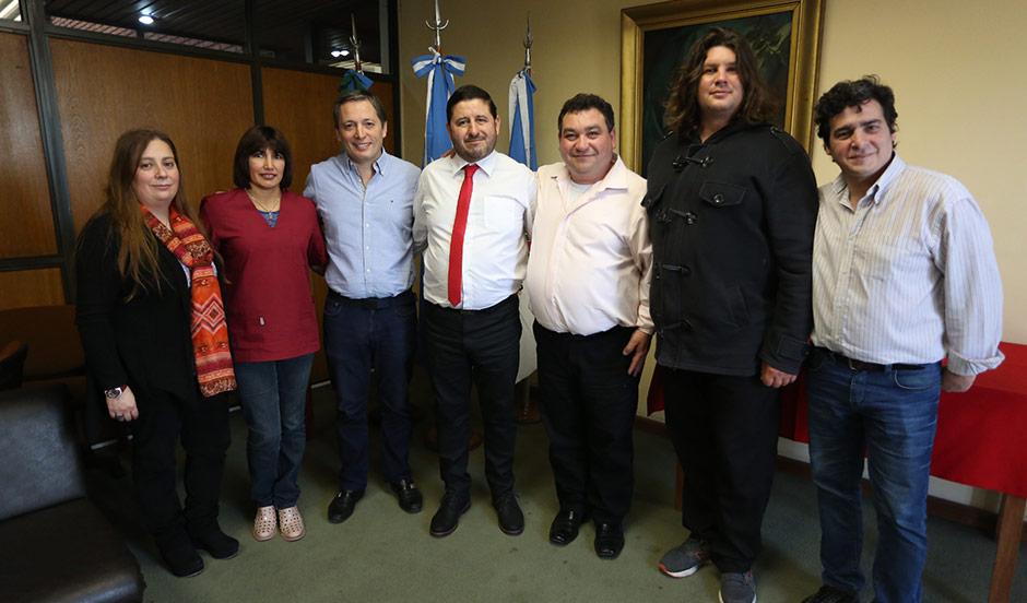 Fernando Gray anunció la incorporación de  empleados municipales a planta permanente