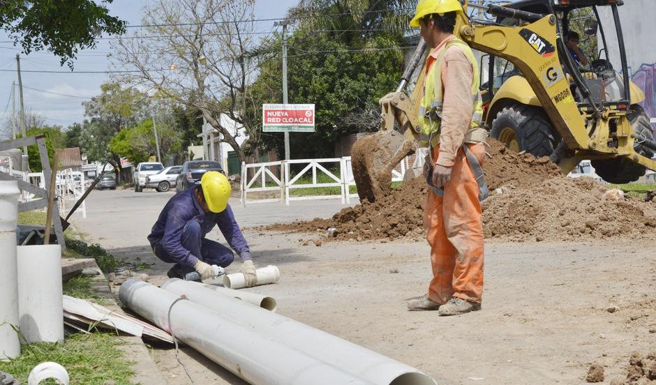 Avanza red de cloacas que beneficiará a más de 8 mil vecinos
