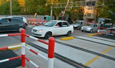 Desde el próximo viernes 6 hasta el domingo 8, el paso a nivel de la calle Dorrego permanecerá cerrado al tránsito, por mejoras en el pavimento y trabajos en la vía pública.