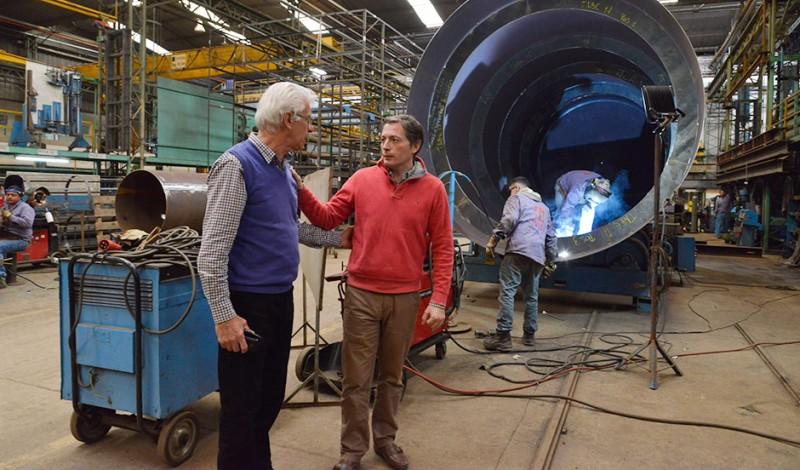 El Intendente de Esteban Echeverría, Fernando Gray, recorrió las instalaciones de TYC S.A, en 9 de Abril, fábrica dedicada a proveer soluciones a diferentes sectores productivos a través de la ingeniería, fabricación, logística, montaje en obra, y puesta en marcha de sistemas y equipos, que cuenta con más de 90 trabajadores.