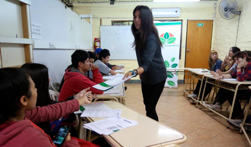 Se trata de chicos de 5to y 6to año de escuelas secundarias del distrito, que participaron de los distintos encuentros del taller de orientación vocacional libre y gratuito que realizó el Municipio de Esteban Echeverría en la Casa del Joven, ubicado en Rojas 359, Monte Grande.