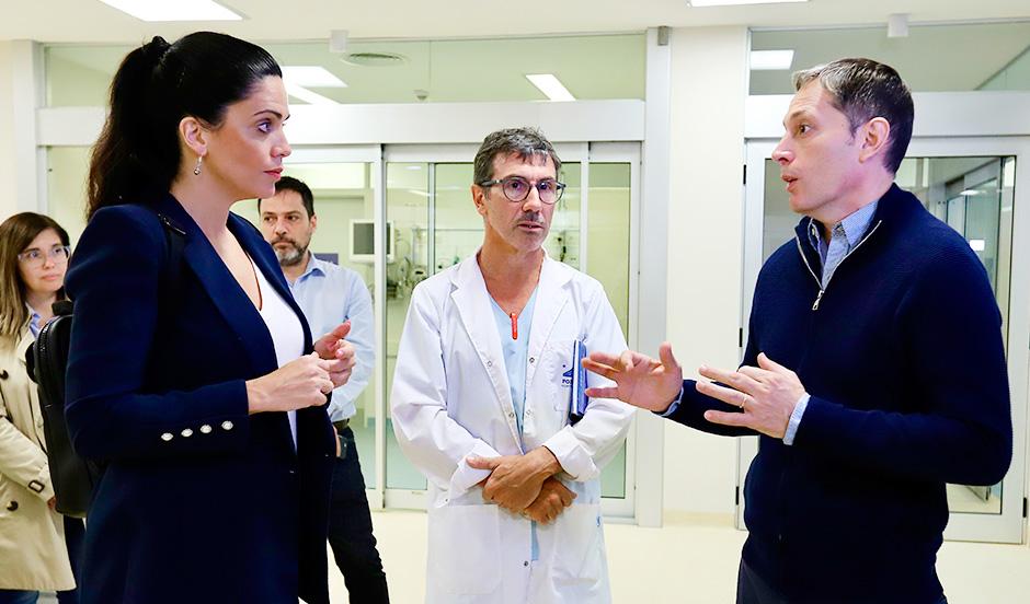 FERNANDO GRAY RECORRIÓ EL HOSPITAL DEL BICENTENARIO CON LUANA VOLNOVICH