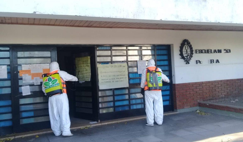OPERATIVOS DE DESINFECCIÓN EN ESCUELAS Y BANCOS ECHEVERRIANOS