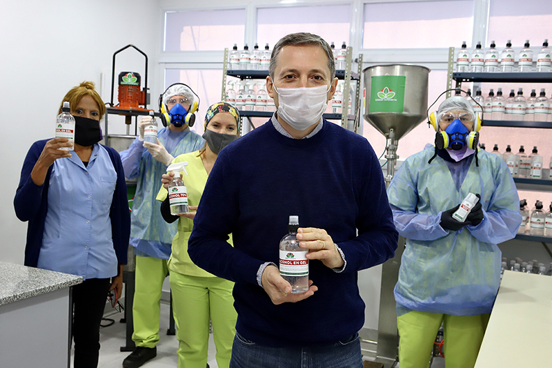 FERNANDO GRAY SUPERVISÓ LA PRODUCCIÓN DE ALCOHOL EN GEL EN LA UNIDAD SANITARIA N° 1