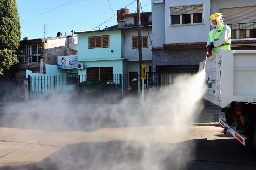 COMENZARON LOS OPERATIVOS DE VAPORIZACIÓN CON DESINFECTANTE EN EL DISTRITO