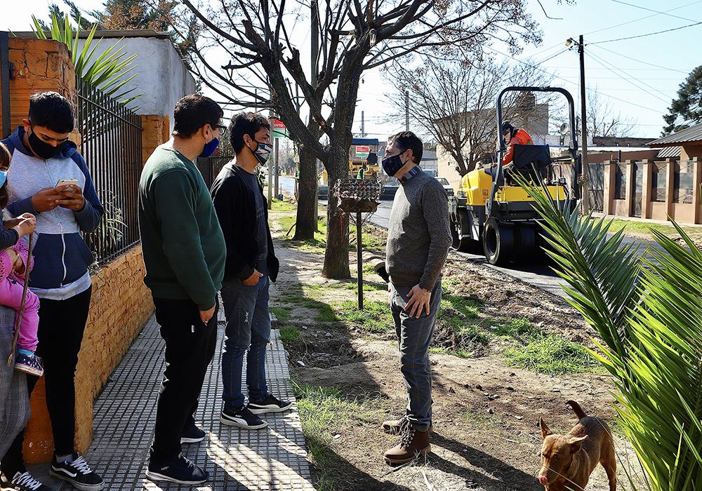 FERNANDO GRAY RECORRIÓ OBRAS DE MEJORADO ASFÁLTICO EN EL JAGÜEL Y MONTE GRANDE