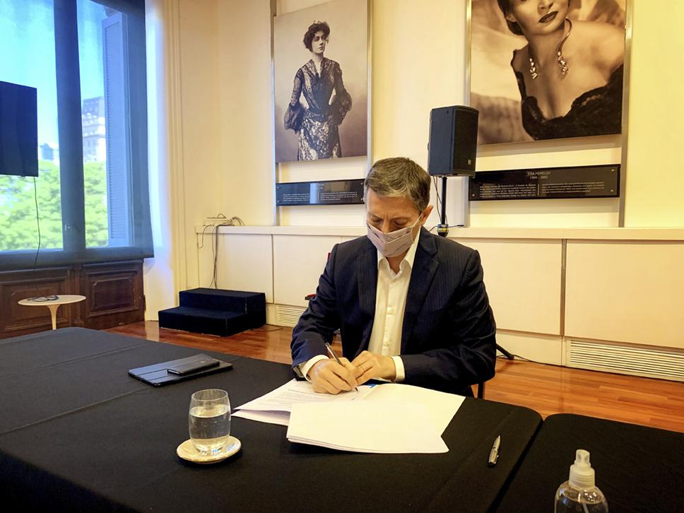 FERNANDO GRAY FIRMÓ CONVENIO DE MODERNIZACIÓN CON SANTIAGO CAFIERO