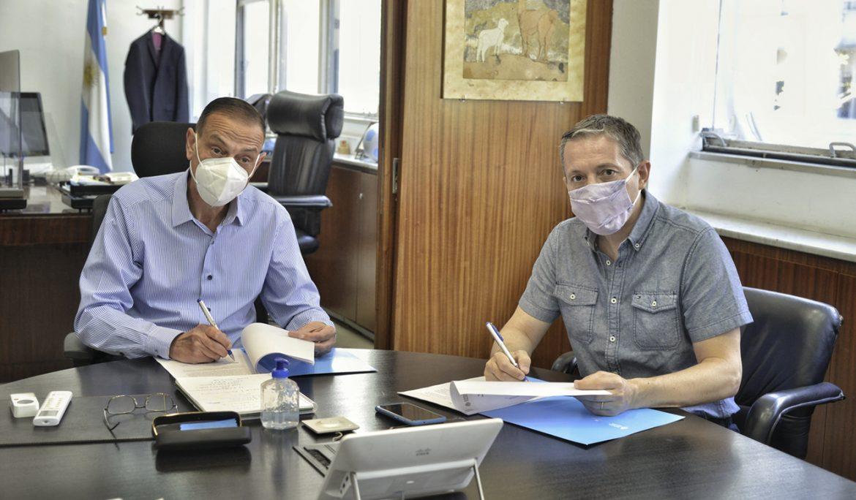 FERNANDO GRAY FIRMÓ CONVENIOS CON GUSTAVO ARRIETA