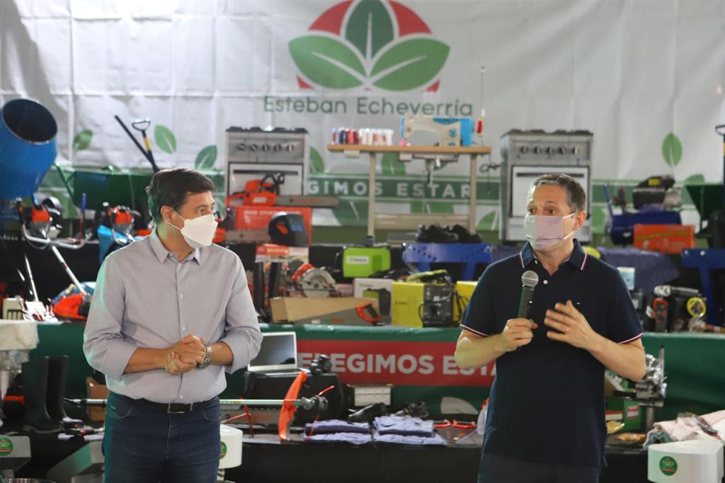 FERNANDO GRAY Y DANIEL ARROYO ENTREGARON MAQUINARIAS Y HERRAMIENTAS A MICROEMPRENDIMIENTOS