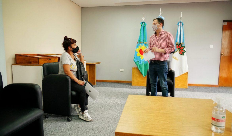 FERNANDO GRAY ENTREGÓ SUBSIDIOS A VECINAS Y VECINOS CON PROBLEMAS DE SALUD