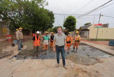 FERNANDO GRAY RECORRIÓ OBRAS DE BACHEO EN MONTE GRANDE Y LUIS GUILLÓN