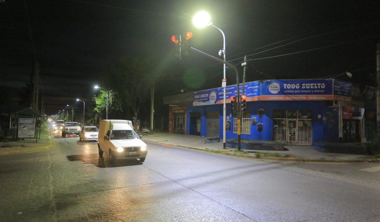 EL MUNICIPIO COLOCÓ MÁS DE 400 LUCES LED EN ACCESO CLAVE AL DISTRITO
