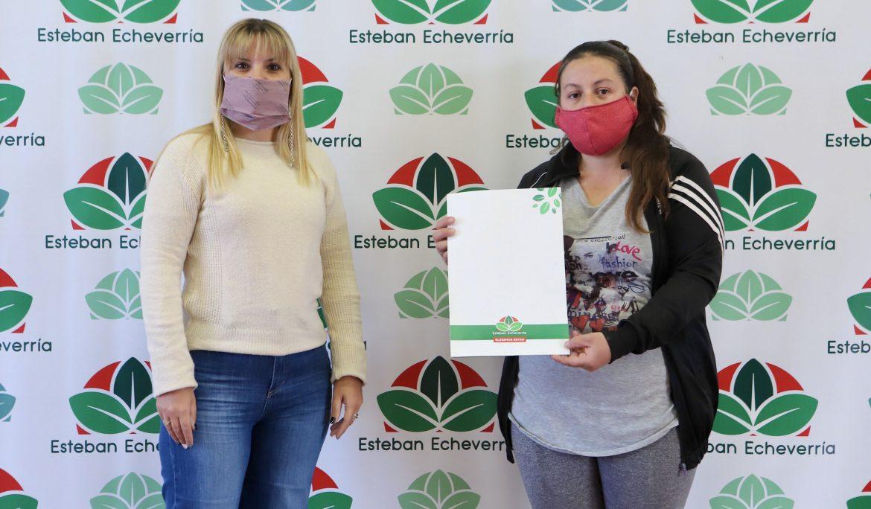 EL MUNICIPIO ENTREGÓ UN SUBSIDIO A VECINA DE MONTE GRANDE SUR