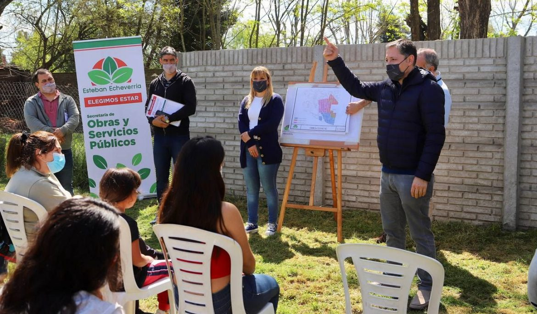FERNANDO GRAY SE REUNIÓ CON VECINAS Y VECINOS POR OBRAS DE CLOACAS EN EL JAGÜEL
