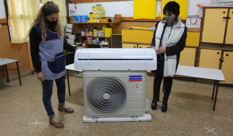 NUEVA ENTREGA DE AIRES ACONDICIONADOS EN INSTITUCIONES EDUCATIVAS DEL MUNICIPIO