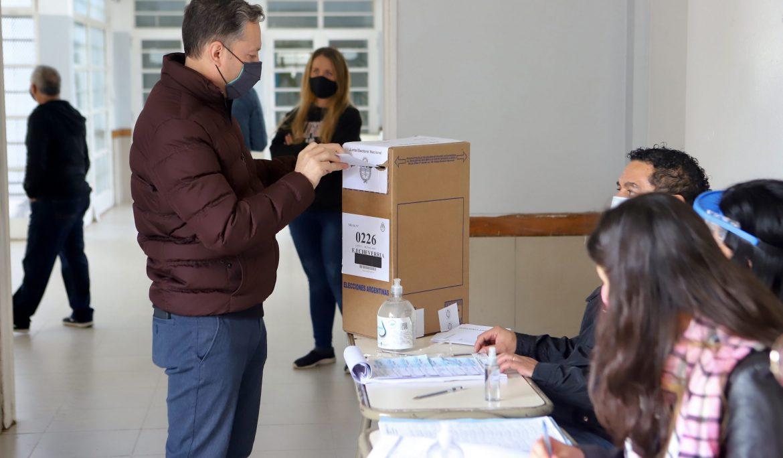 FERNANDO GRAY VOTÓ EN LA ESCUELA N° 15 DE CANNING