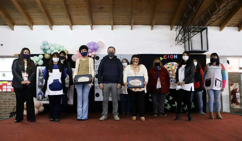 FERNANDO GRAY JUNTO A LA COMUNIDAD EDUCATIVA DE LA ESCUELA DE ADULTOS N° 703