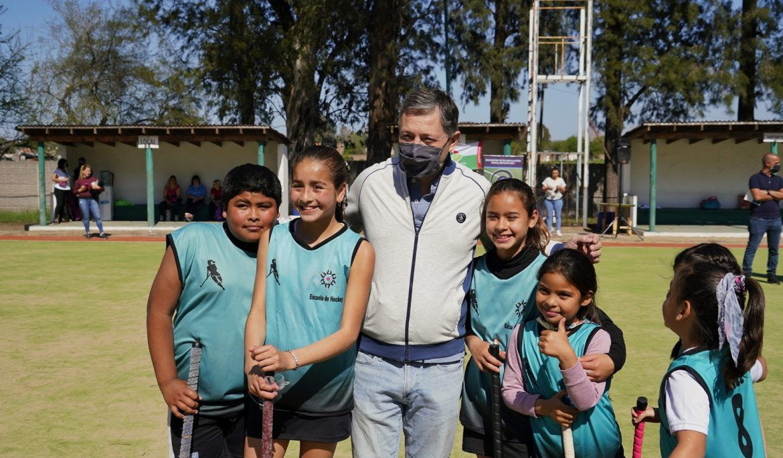 FERNANDO GRAY ENTREGÓ UN SUBSIDIO A LA ASOCIACIÓN DE ESCUELAS DE HOCKEY DE ESTEBAN ECHEVERRÍA