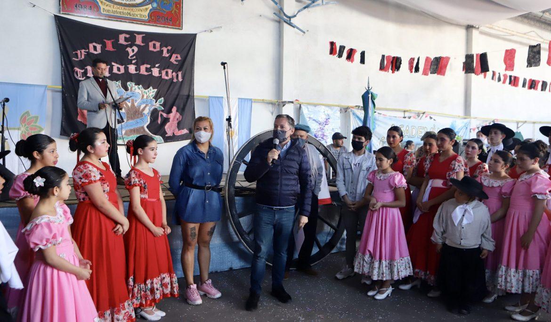 """FERNANDO GRAY JUNTO AL BALLET """"FOLCLORE Y TRADICIÓN"""" EN EL CENTRO TRADICIONALISTA EL PIAL"""