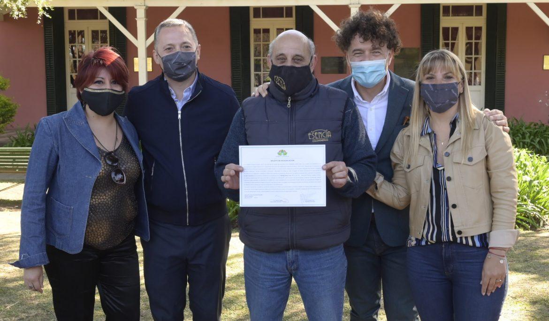 FERNANDO GRAY ENTREGÓ BOLETOS DE ADJUDICACIÓN Y ESCRITURAS A FAMILIAS DE ESTEBAN ECHEVERRÍA