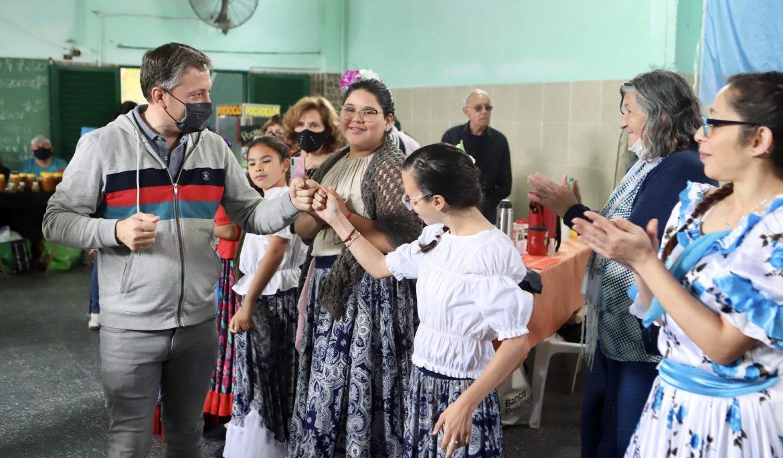 FERNANDO GRAY JUNTO A INSTITUCIONES SOCIALES DE ESTEBAN ECHEVERRÍA